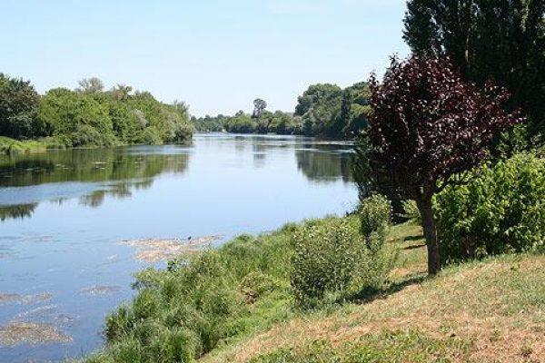 dordogne-river-at-eynesse